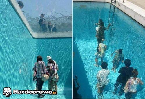W basenie - 1