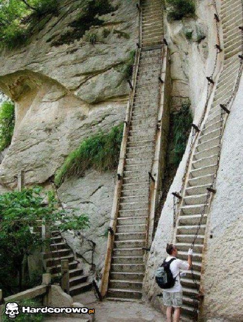 Dałbyś radę wejść po tych schodach? - 1