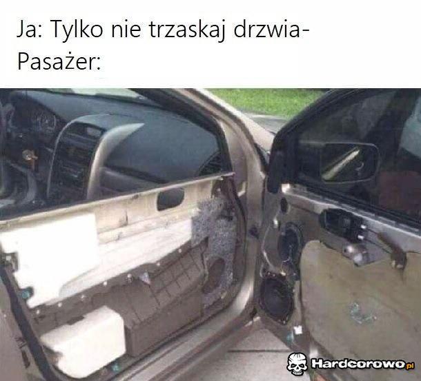 Pasażer vs drzwi - 1