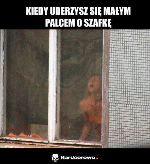 Dziewczyna w oknie - 1