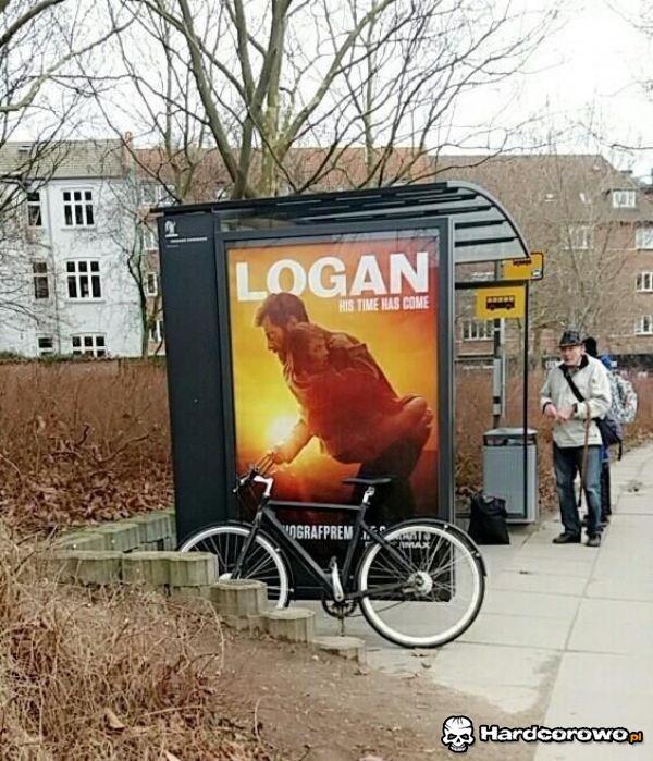 Logan popierdala na rowerze - 1