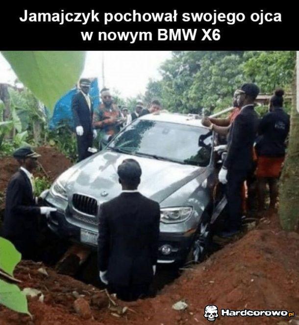 Jamajczyk pochował swojego ojca w samochodzie - 1