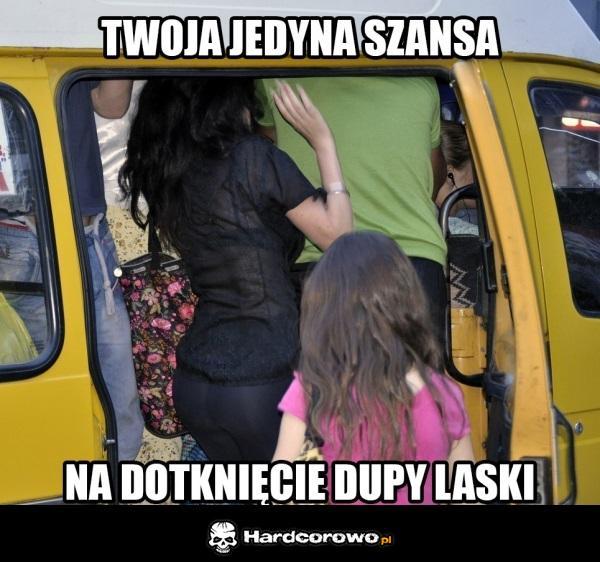 devushki-v-obshestvennom