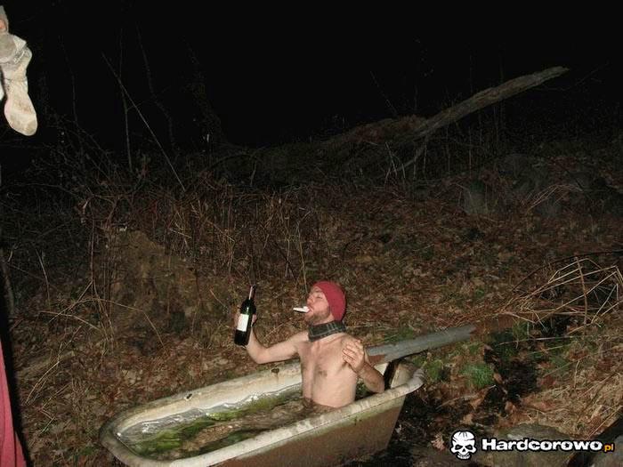 Szampańska kąpiel w lesie - 1